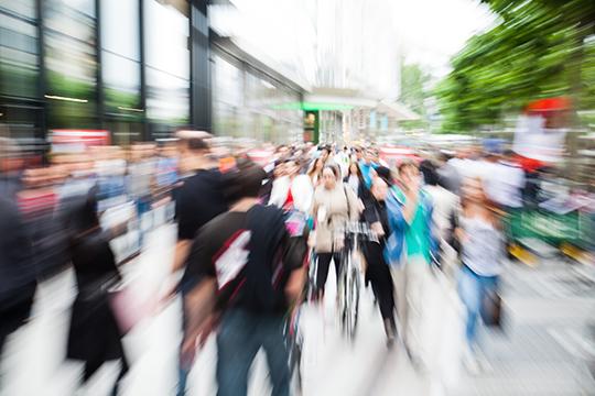 Estrés-calle-transitada-artículo-Psicólogos-Gran-Vía